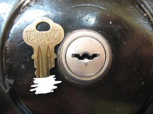 ガチャガチャ鍵穴