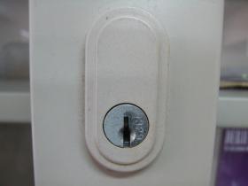 書庫の上の鍵穴