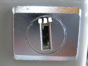 机の引出 鍵穴