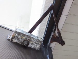 浴室のドアクローザー 交換(宜野湾市)