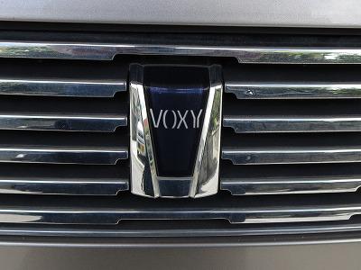 トヨタ VOXY フロント ロゴマーク