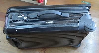 スーツケース RIMOWAの暗証番号が勝手に変わったので開けて番号設定