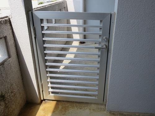ベランダのアルミ格子ドア
