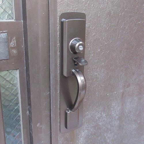 "<span class=""title"">玄関ドアの錠前を交換 MIWA THM 浦添市</span>"