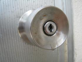 鍵穴に接着剤