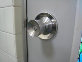 トイレ錠 交換終了