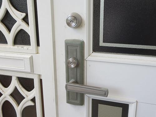 玄関錠 本締錠とレバー錠