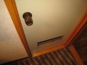 開かないトイレドア