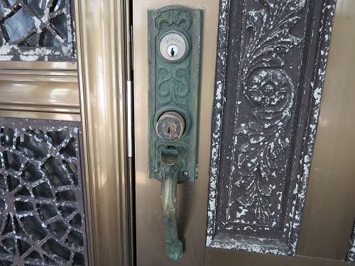 玄関ドアのシリンダー交換 ALPHA カギ交換 宜野湾市