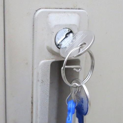 ロッカーの鍵 完成 X印 3桁数字