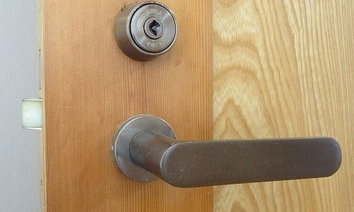 室内ドアのシリンダーをコインで開けられる装置に交換 宜野湾市