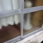 掃き出し窓にカギ取付 宜野湾市