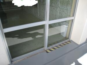 掃きだし窓