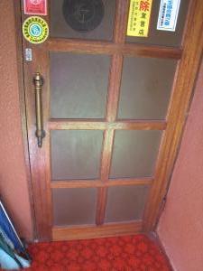 スナックの木ドア
