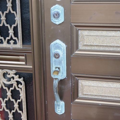 玄関ドア トーヨーサッシ ベルモント カギ 錠前交換 中城村