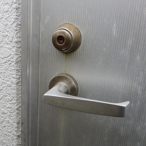 外トイレのレバー錠 交換 MIWA LA 宜野湾市