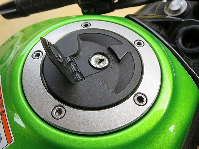 カワサキ ニンジャ400 ガソリンキャップ