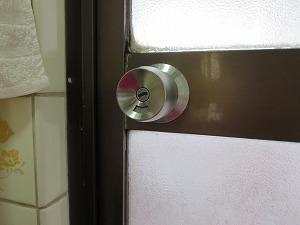 浴室のノブ 開かないのを開けて交換(宜野湾市)