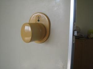 トイレのカギ OMNI 交換(西原町)