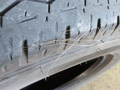 タイヤから何かが飛び出ている!?