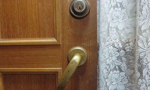 垂れ下がった室内レバー錠を交換 宜野湾市