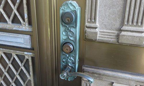 玄関ドアのカギ ALPHA ケース交換 中城村