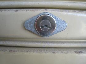 カワカミ シャッター 鍵穴