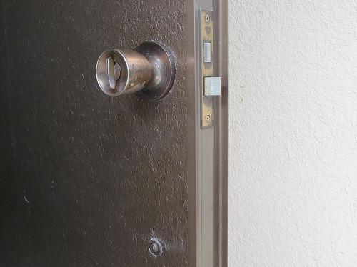 サムラッチ錠の室内側はノブ