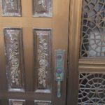 玄関ドアに新規錠前取付 美和ロック 本締錠 宜野湾市