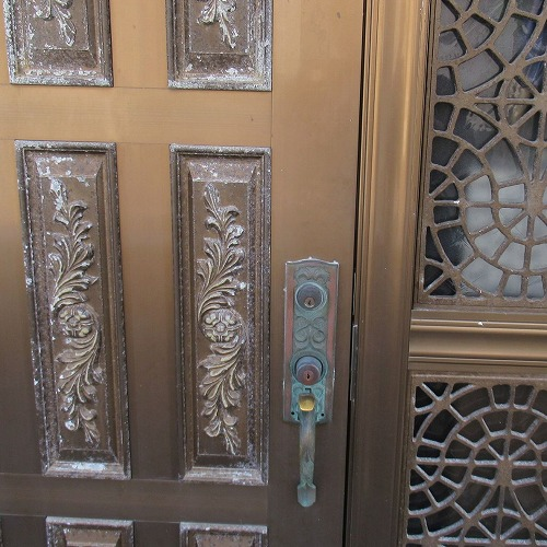 "<span class=""title"">玄関ドアに新規錠前取付 美和ロック 本締錠 宜野湾市</span>"