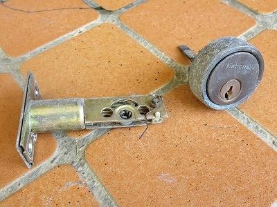 玄関ドアのNational ナショナルのカギが壊れたので交換 宜野湾市