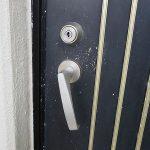 アパートの玄関ドア レバーが下向き 壊して開けて交換 宜野湾市