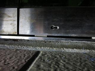 自動ドアの鍵穴に折れた鍵が残っている 取り出し(北中城村)