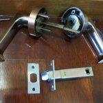 トイレのレバー錠 SHOWA 256 壊れたので交換 宜野湾市