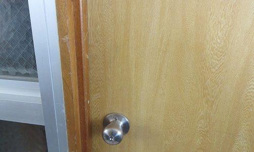 室内ドアにカギ取付 北中城村