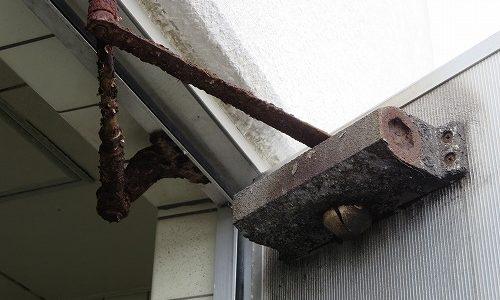 浴室の錆びたドアクローザーを交換 宜野湾市