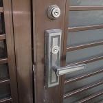 玄関ドアの鍵交換 MIWA シリンダー交換 宜野湾市