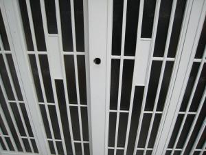 ミワ 万能引違戸錠 PSSL09-1LSに交換(沖縄市)
