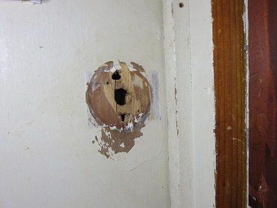 間仕切ドアにレバー錠取付 宜野湾市