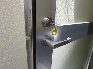 カギが回ったり回らなかったり MIWA レバー錠 修理(宜野湾市)