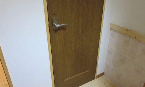 室内ドアにもう一つカギを取付 中城村